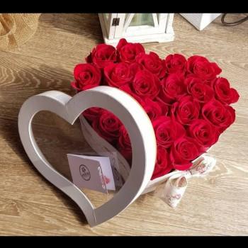 Kvetinový box Ruže AnaFiori 12